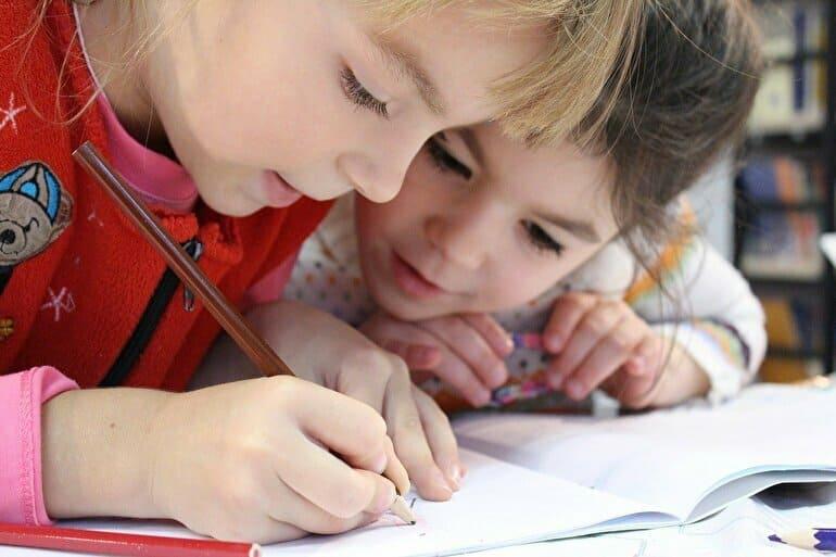 子供鉛筆集中
